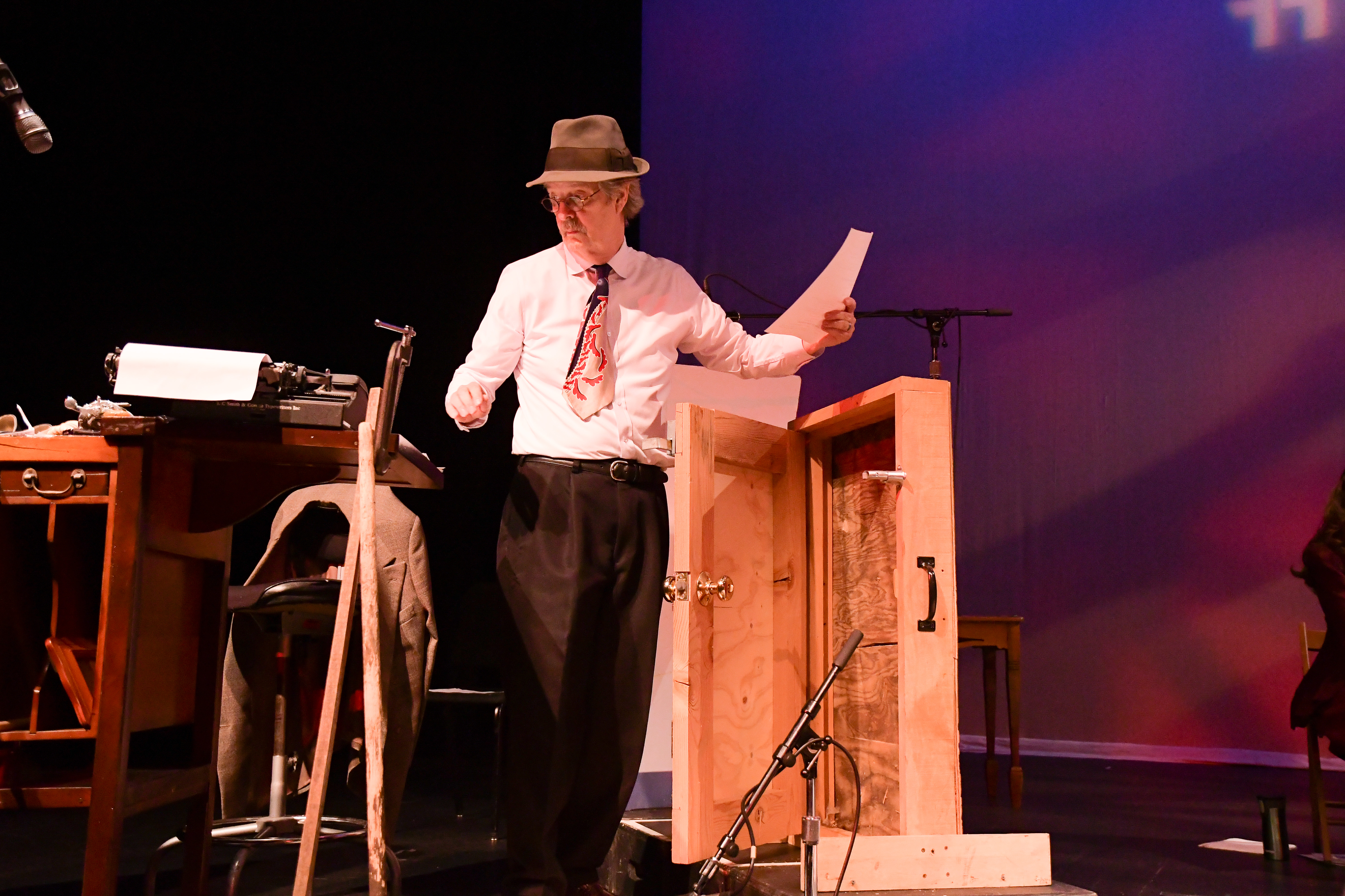 """Relive the delicious extraterrestrial terrors of yesteryear as Radio Redux presents its version of """"The War of the Worlds"""""""